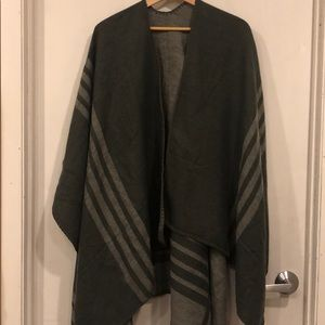 BB Dakota Reversible Poncho NWOT